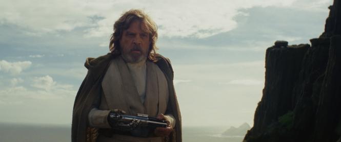 SW TLJ Luke with saber